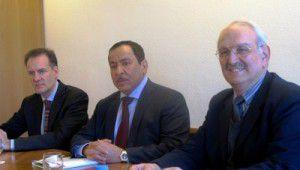 Álvaro Albacete, Faisal Bin Muaammar y Georges Lemopoulos, secretario general en funciones del CMI, en una reunión en Ginebra.