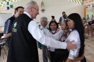 El cardenal Hummes y la lideresa indígena Patricia Gualinga (REPAM)