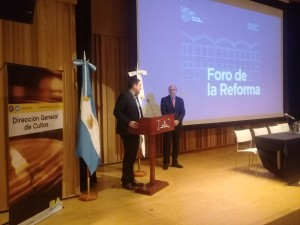 Federico Pugliese (hablando) junto a Raúl Scialabba (ALC)