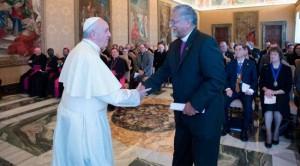 Saludo del Papa y el Obispo de la iglesia Metodista (L´Osservatore Romano)