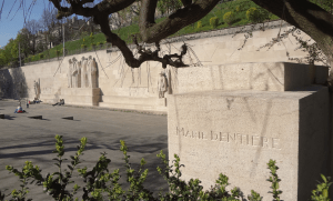 Marie Dentière-monumento
