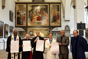 Firma de acuerdo en Wittenberg en julio de 2017 por la Federación Luterana Mundial y la Comunión Mundial de Iglesias Reformadas y la federaciuón Luterana. De archivo: WCRC / Anna Siggelkow