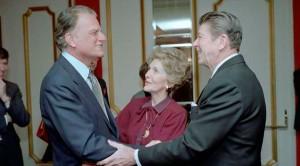 Graham con el entonces Presidente Reagan (White House)